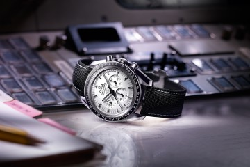 Omega - Speedmaster Apollo 13 Silver Snoopy Award