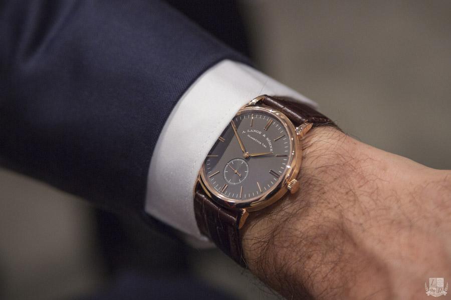 A-Lange-Sohne-Saxonia-Edition-Boutique-Cadran-Gris-Wrist.jpg