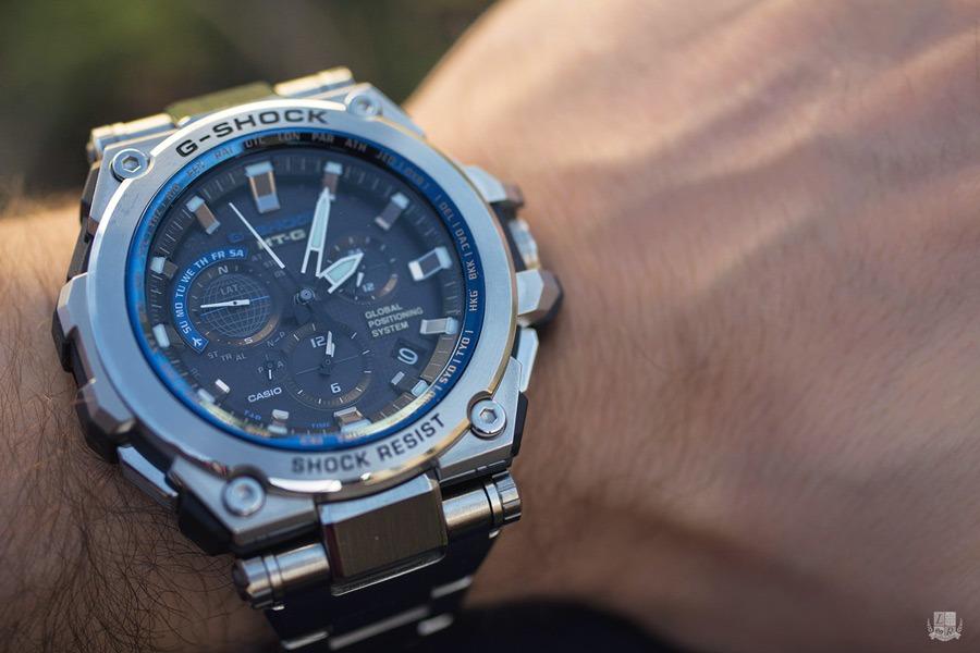 Casio G-Shock MT-G G1000. Alors évidemment ce n est pas la petite montre  élégante que vous porterez avez vos mocassins, la mèche souple et la  démarche ... dff1792433b5