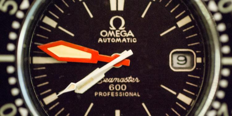 Omega Ploprof - Hands