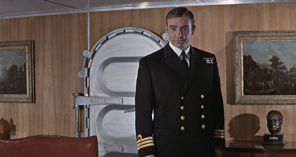 Sean Connery dans You Only Live Twice en tenue de Commander