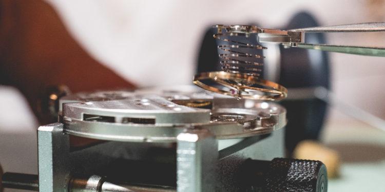 Cours d'horlogerie - Mouvement de profil
