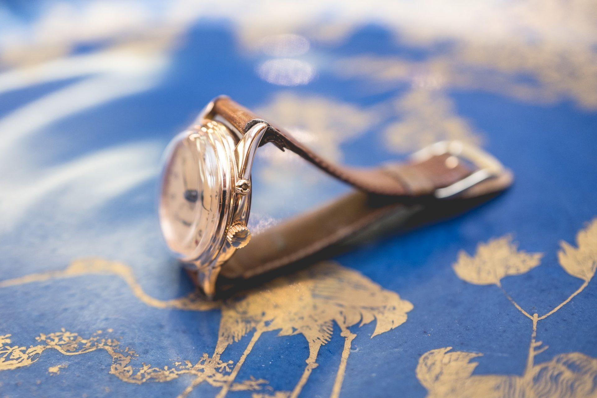 """Vente aux enchères """"montres"""" Tajan - Longines Date"""