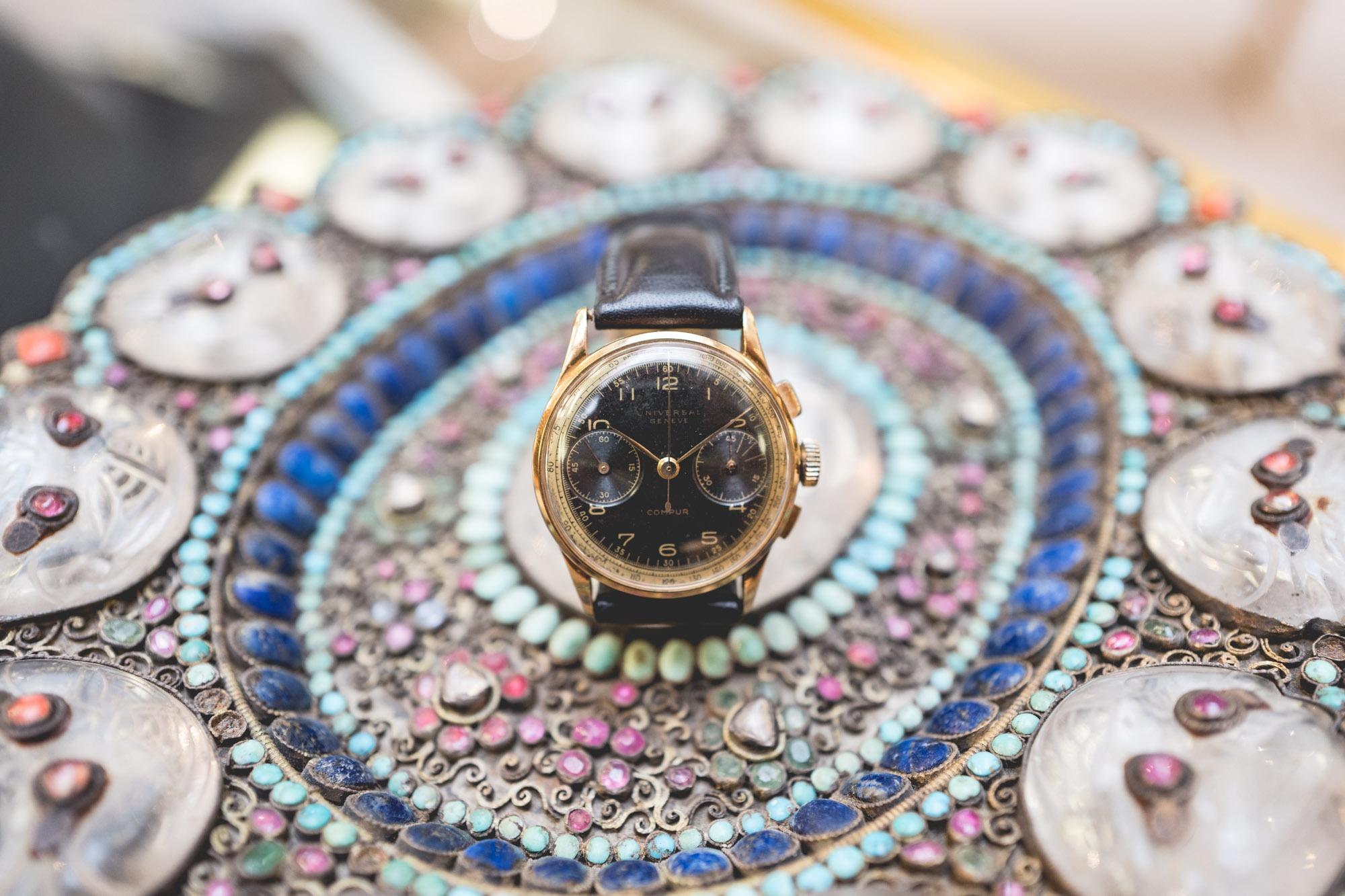 """Vente aux enchères """"montres"""" Tajan - Universal Genève Compur"""