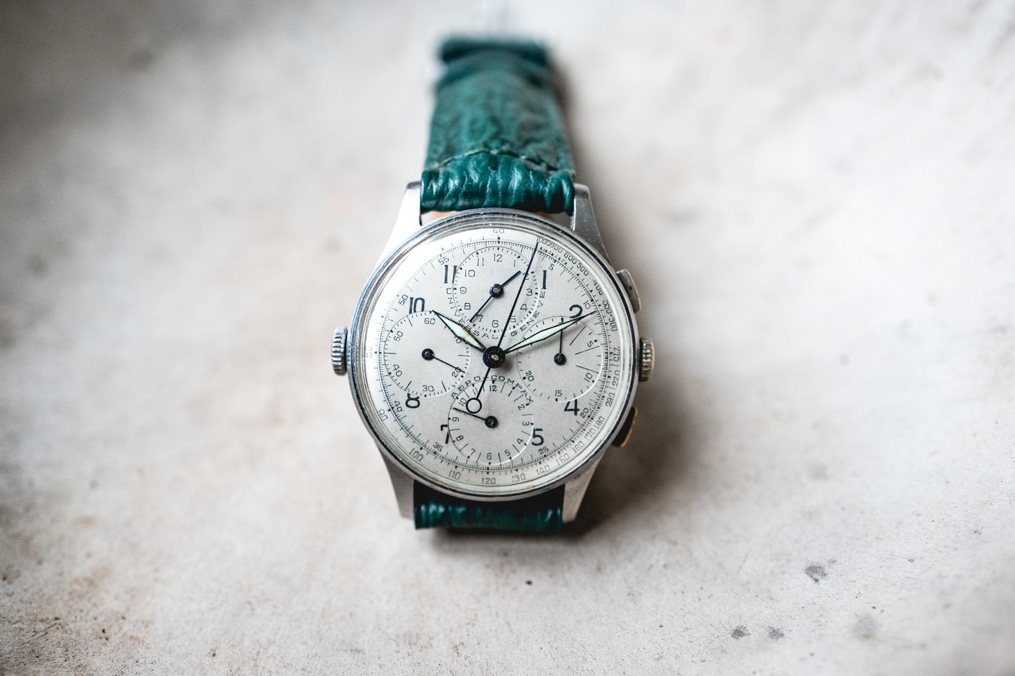 Tajan - Vente de montres du 11 décembre -Universal Genève Aero-Compax