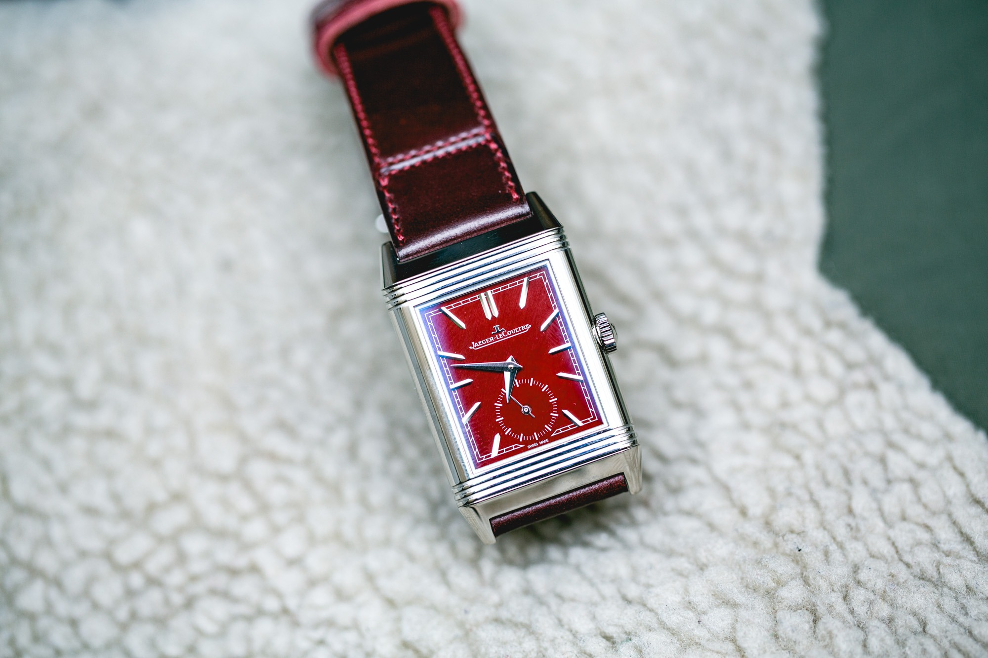 Jaeger-LeCoultre Reverso Tribute Small Seconds lie-de-vin - Focus