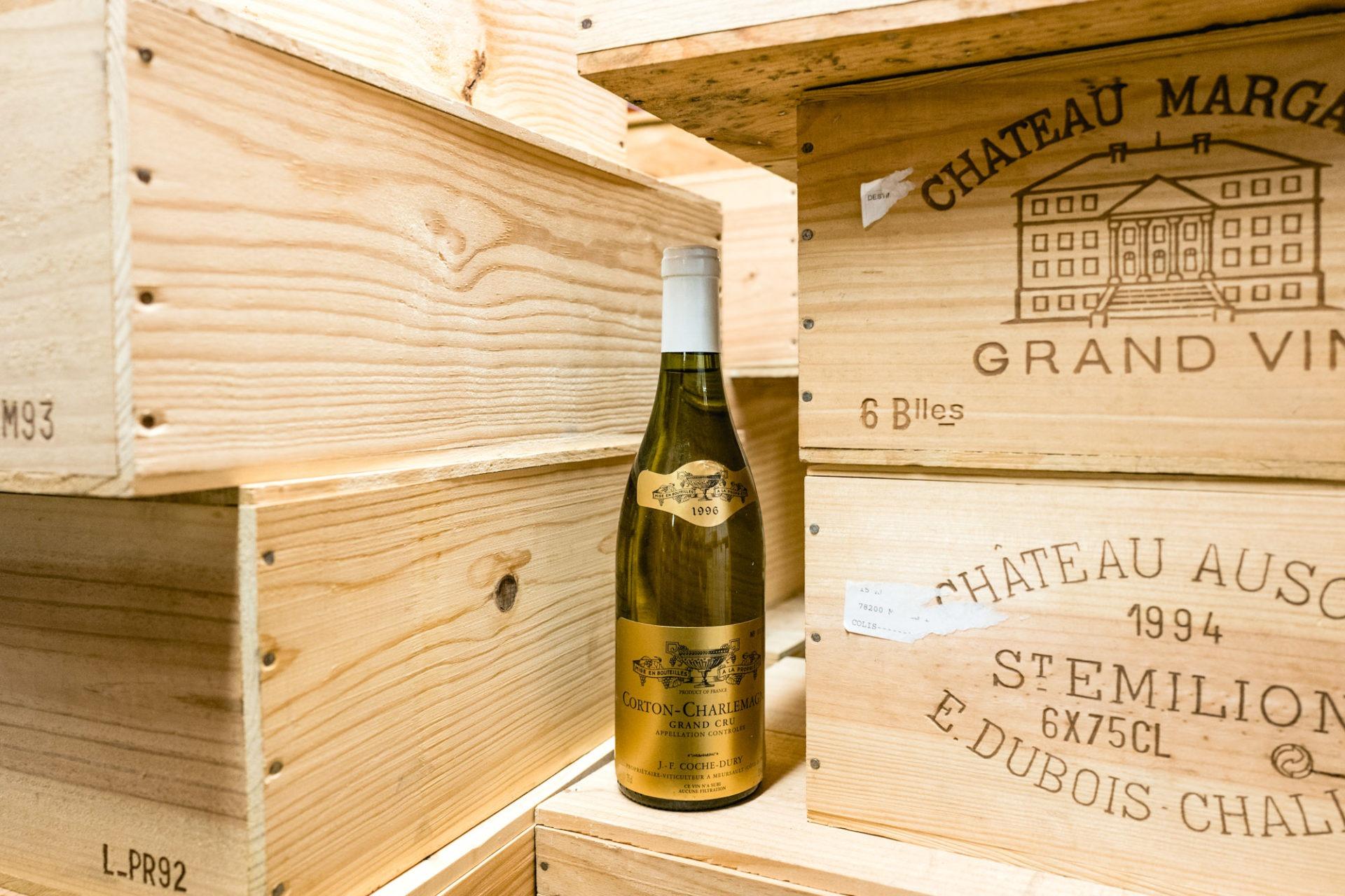 Tajan - Vente de vins et spiritueux du jeudi 25 avril 2019 - Corton Charlemagne Coche Dury 1996