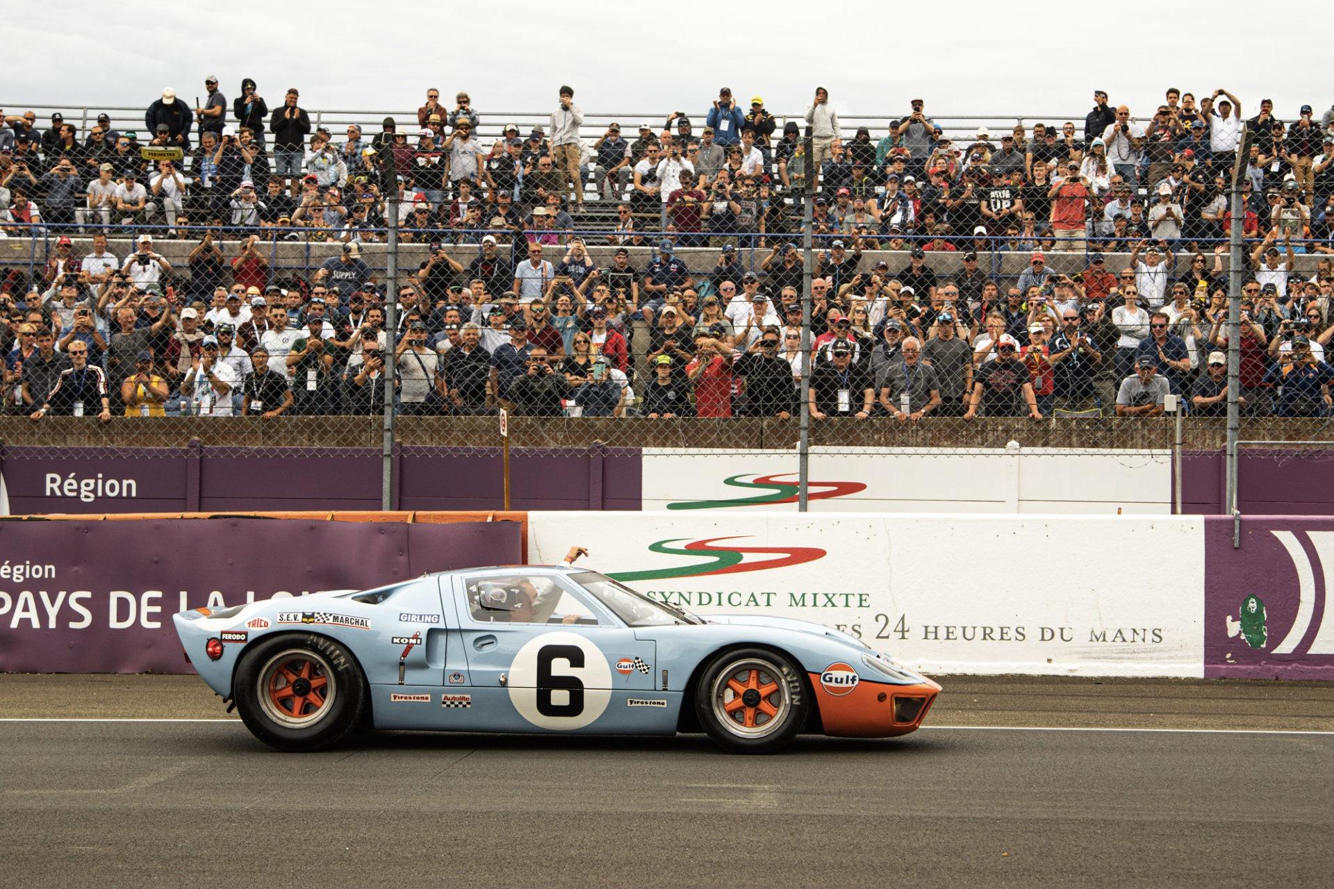 Tour d'honneur de Jacky Ickx avec la Ford GT de la victoire de 1969