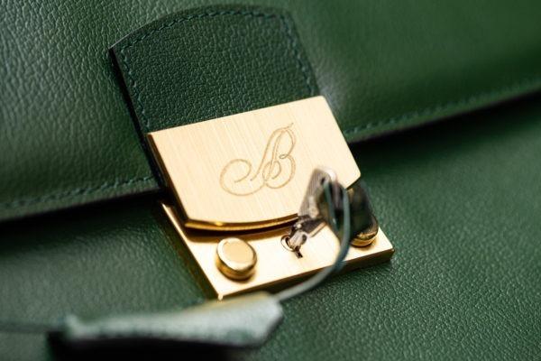 Serviette en cuir vert Breguet - Sélection d'objets chez Joseph Bonnie